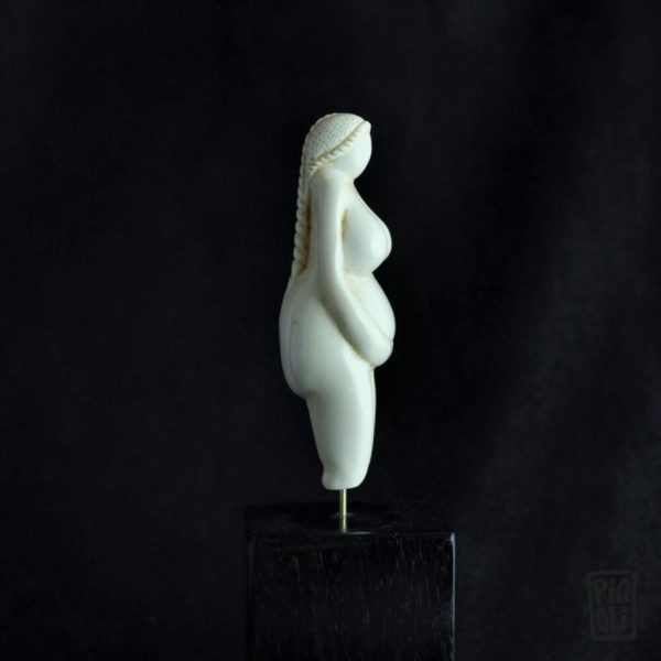 mother goddess terre mere pacha mama venus paleolithique prehistoire willendorf brassempouy lespugue reproduction replica mammoth ivory ivoire de mammouth