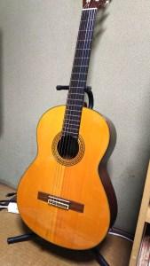 ギタースタンドに立てたギター