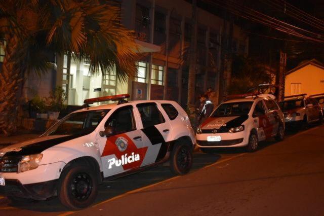 Em Piracicaba, motoqueiro causa acidente de trânsito, ameaça vítima e foge