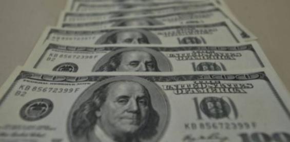 uma foto das cédulas de dólar