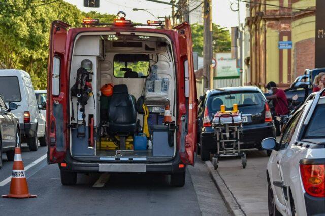 Acidente entre carro e caminhão munck deixa uma vítima em avenida de Piracicaba