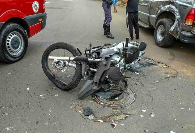 Acidente envolvendo caminhonete e moto deixa uma vítima em Piracicaba