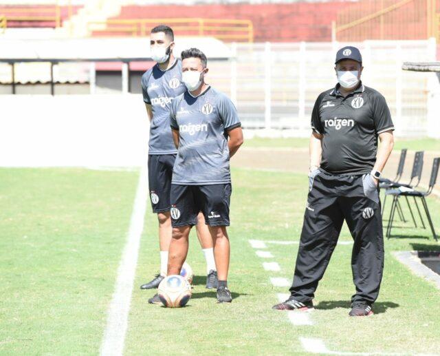 Após garantir permanência de atletas para Paulistão A2, XV renova também com Evaristo Piza