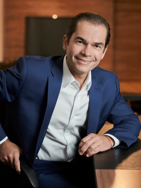 Uma foto do vice-presidente comercial e de relacionamento da empresa, Candido Pinheiro Júnior