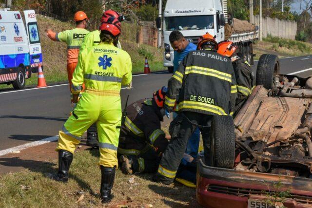 Em Piracicaba, capotamento deixa uma vítima na rodovia Geraldo de Barros