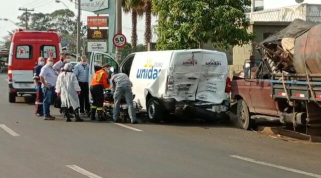 Grave acidente de trânsito com três veículos é registrado em avenida de Piracicaba