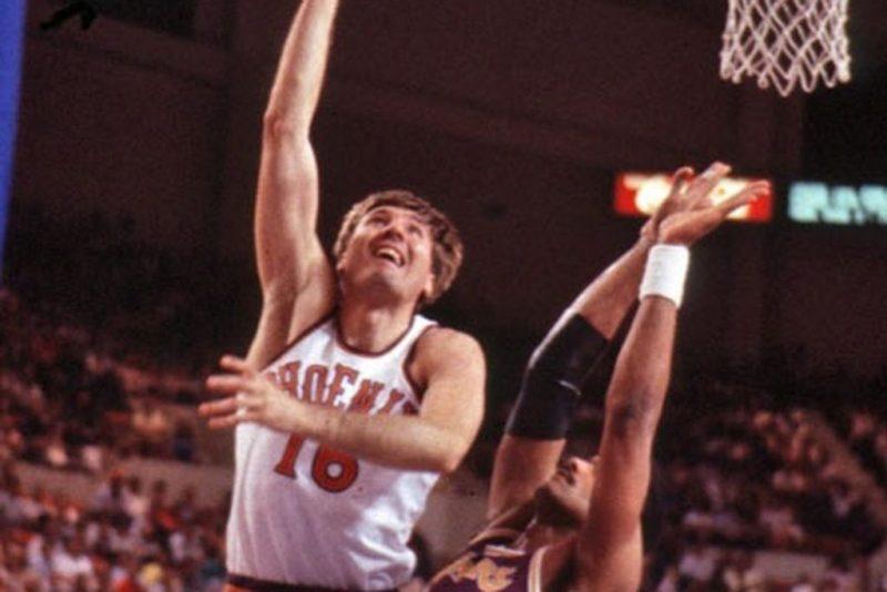 Georgi Glouchkov con los Suns en la NBA