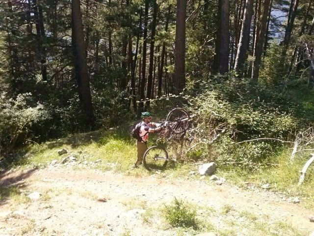 Recuperandola bici, tras la voltereta
