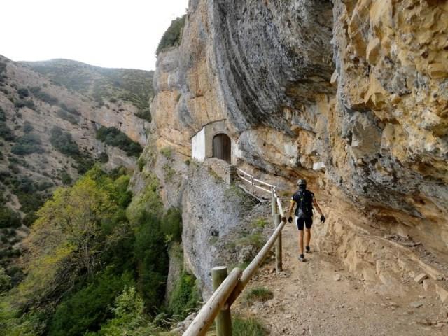 Patri, llegando a la Ermita, bajo la Peña