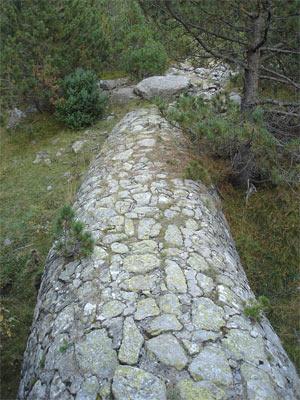 Colector de agua de la antigua central de Barrosa