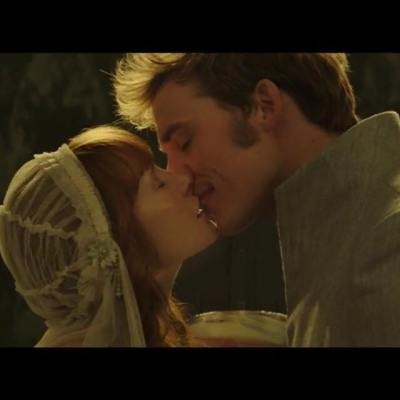 Actress Stef Dawson as Annie Cresta kissing actor Sam Clafin in Mockingjay Part 2