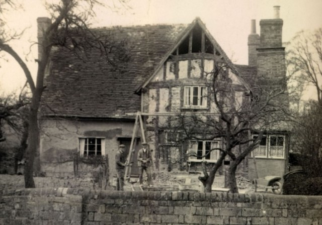 Alf Pearce[L] and Fred Handscombe [R]repairing the cottage.