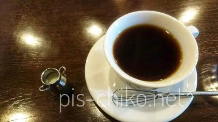コーヒーの入ったカップ&ミルクピッチャー