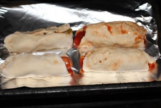 Сосиска в дрожжевом тесте, запеченная в духовке. Рецепт с фото