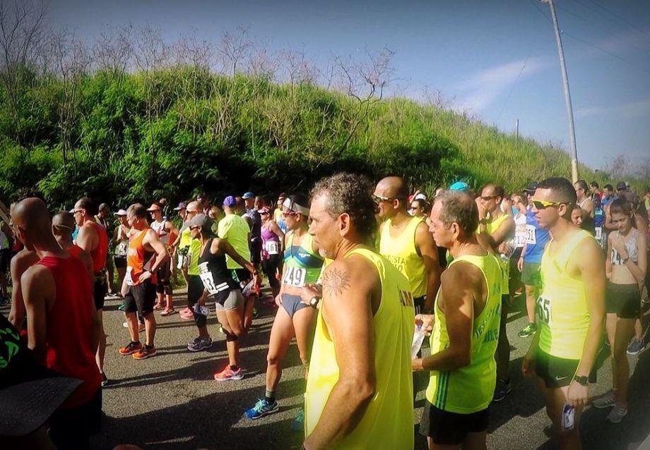 Runners en salida carrera de pueblo
