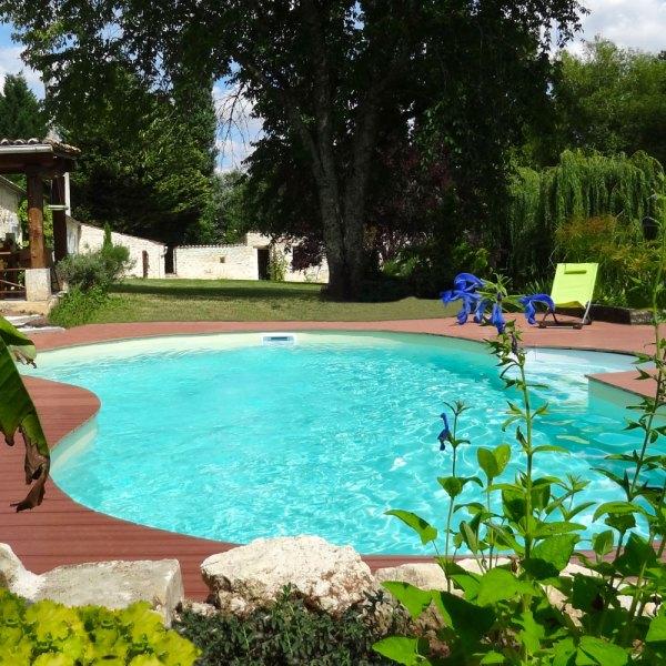 La piscine haricot, un bassin contemporain et moderne