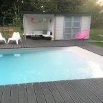 La piscine Aquaplage Aquadiscount avec une entrée en pente comme à la mer