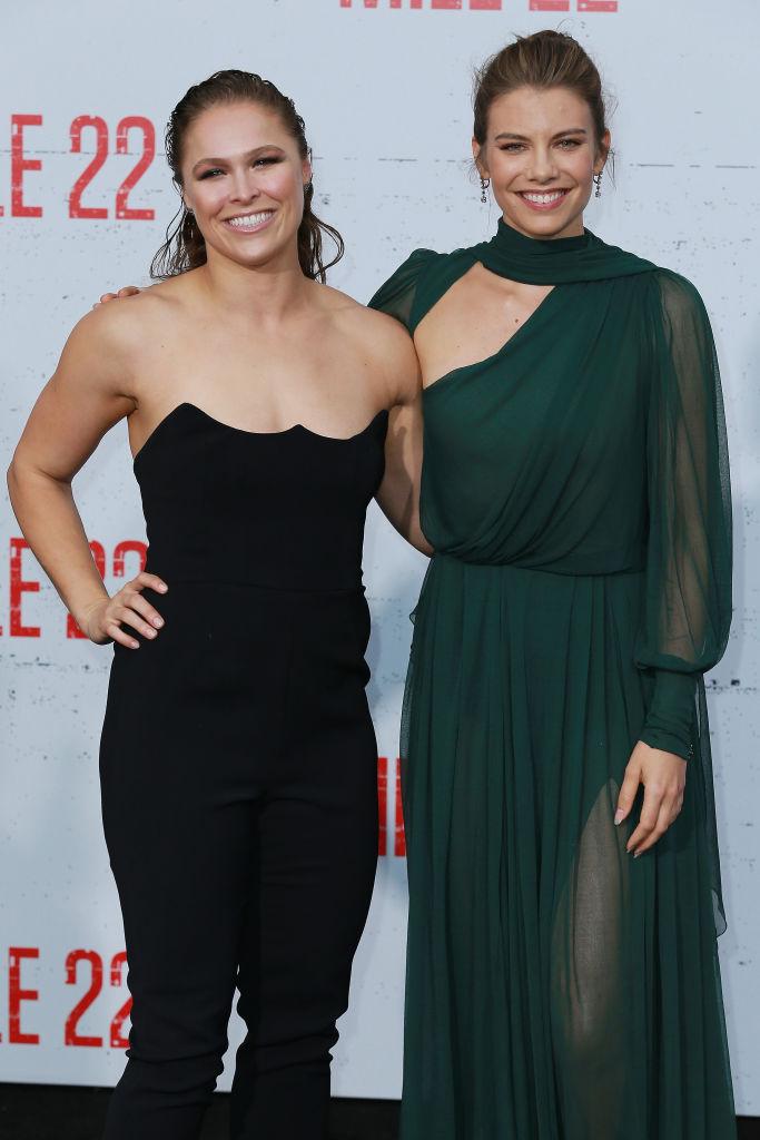 Ronda Rousey y Lauren Cohan asisten a STX Films''Milla 22 'Estreno en Westwood Village Theatre el 9 de agosto de 2018 en Westwood, California.  (Foto de Leon Bennett / Getty Images)