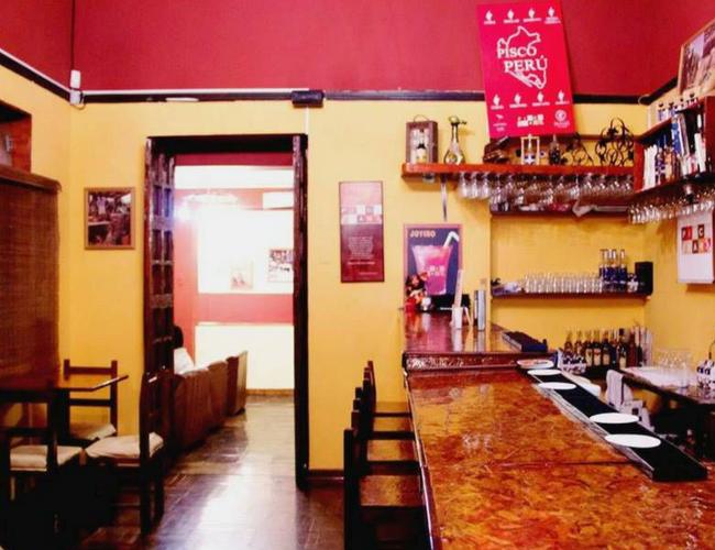 Interior de Pisco Bar