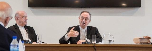 Cardeal Dom Sérgio da Rocha. em conferência