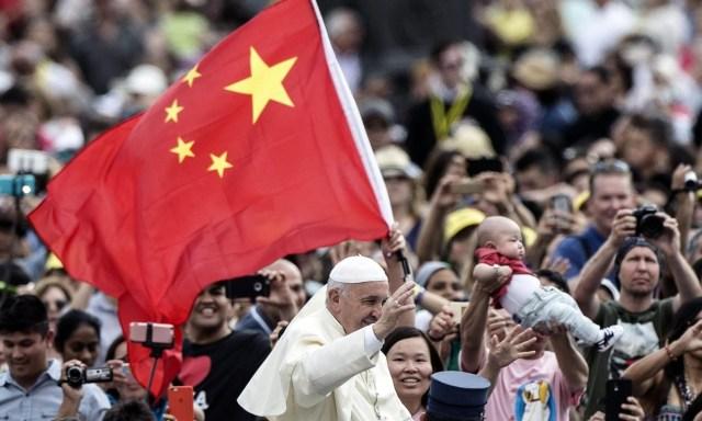 Papa Francisco no meio da multidão