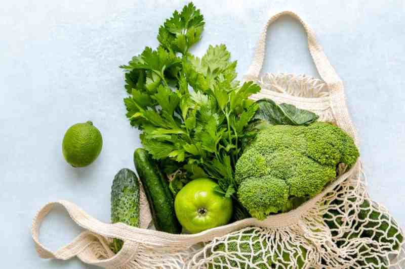 A variety of green vegetables representing the antioxidant power they have in helping to increase EWCM