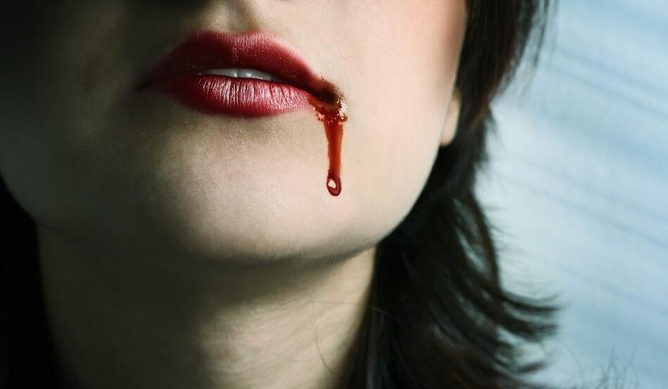 Кровь изо рта во сне причины. Кровь по утрам изо рта после сна: почему внезапно открывается кровотечение, что с этим делать