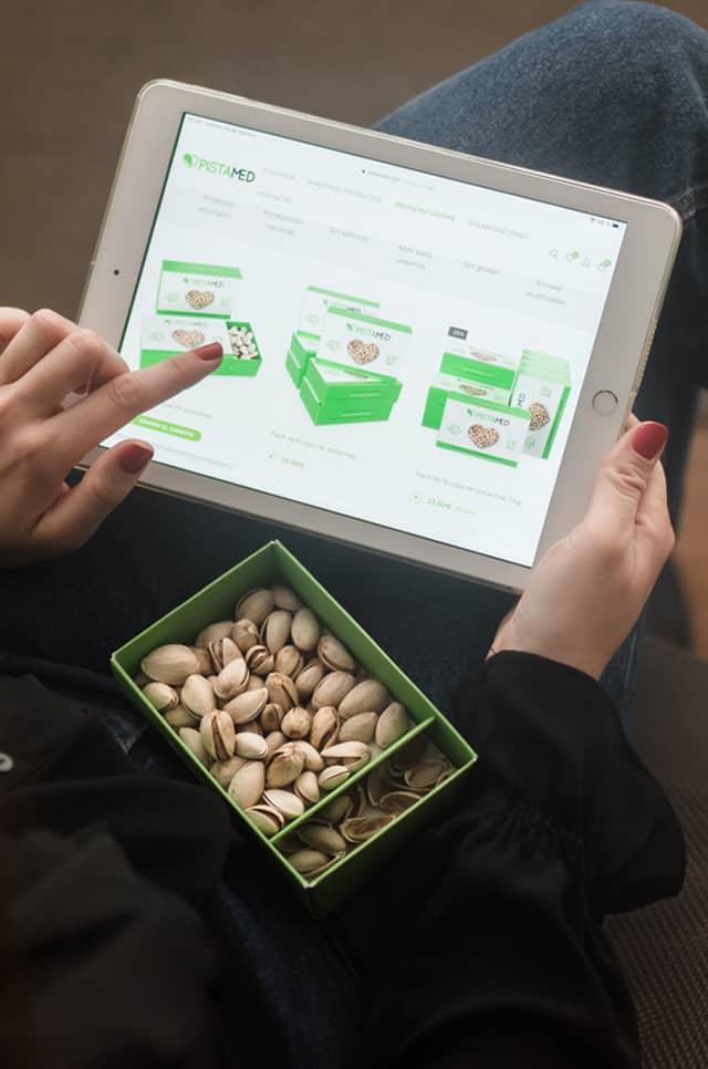 caja de pistachos pistamed en uso