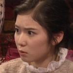 険しい顔の松岡茉優さん