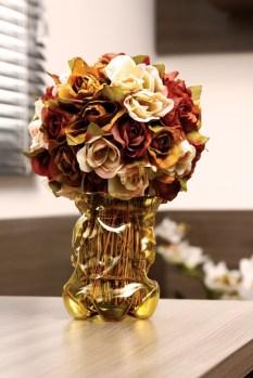 Um lindo vaso de flores estilizado.