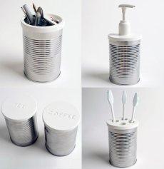 Porta escovas de dentes, frasco para sabonete líquido e outros potes. Bem simples e elegante.