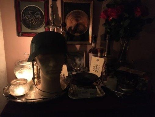 這是來自Goetia的惡魔Murmur和我的男性幽靈的幽靈儀式。