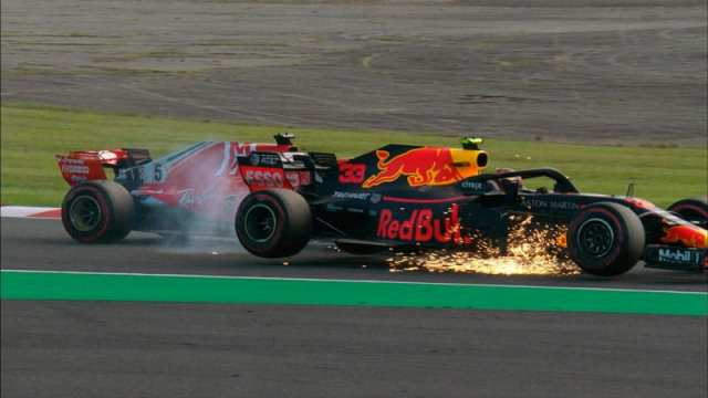 Vettel y Verstappen chocan