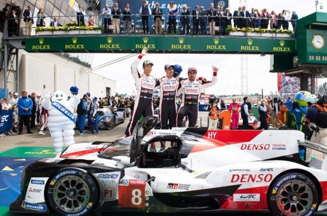 Alonso junto a sus compañeros en Le Mans