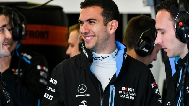 Latifi sonrie en el box de Williams