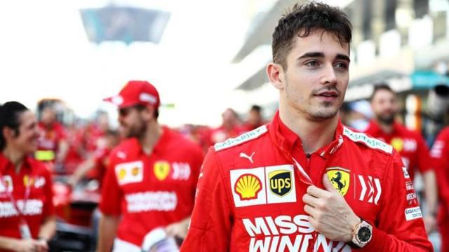 Ferrari y sus cinco opciones para 2021 Leclarc camina delante de Vettel en el paddock