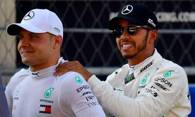 Bottas recibe las bromas de Hamilton