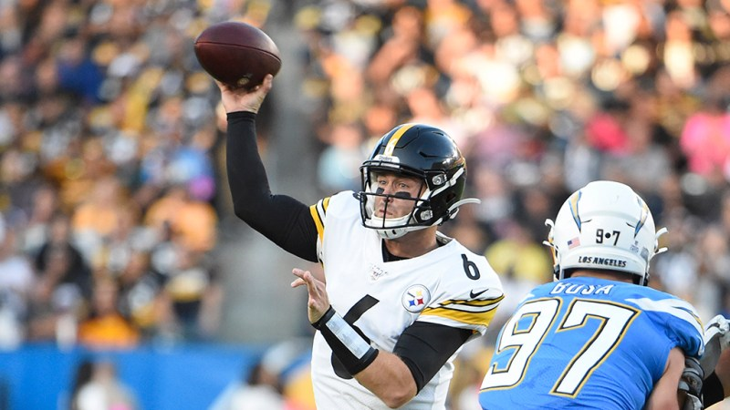 Devlin Hodges Gets First NFL Win, Steelers Beat Chargers 24-17