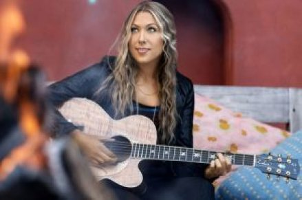 101448-colbie_caillat_617_409