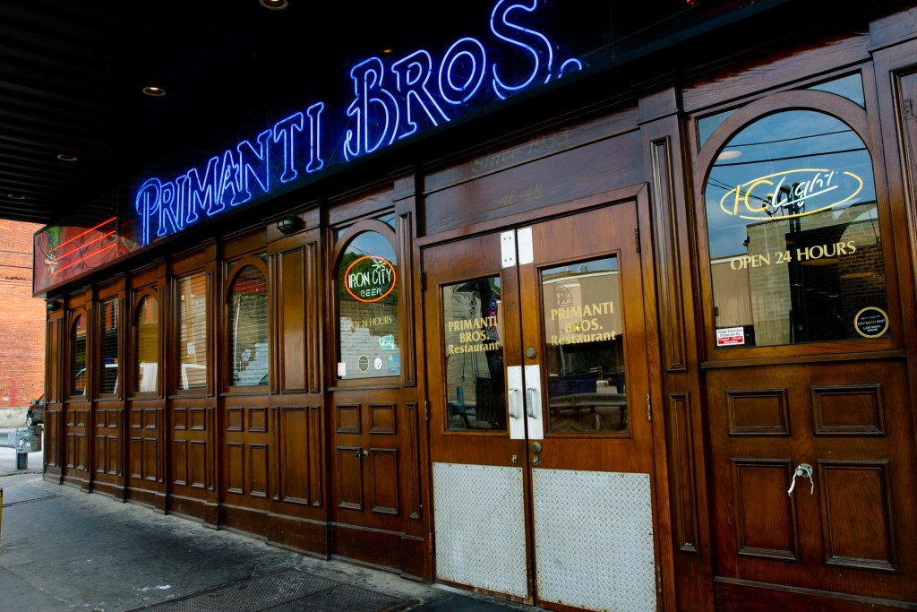 pittsburgh_strip_district_primanti_bros
