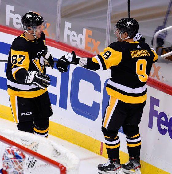 Pittsburgh Penguins Sidney Crosby, Evan Rodrigues