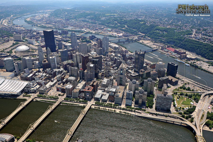Flying over Pittsburgh and the Allegheny River