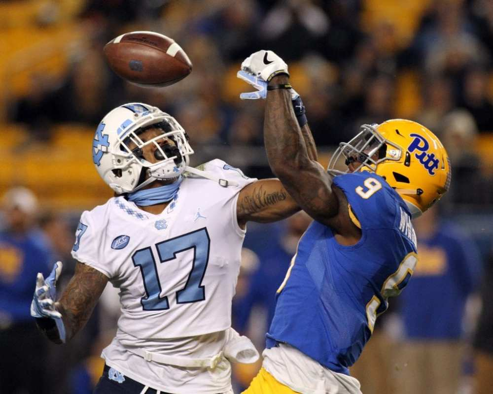 Jordan Whitehead (9) tries to break up the pass to Anthony Ratliff-Williams (17) at Heinz Field on November 9, 2017 in Pittsburgh, Pennsylvania. -- DAVID HAGUE