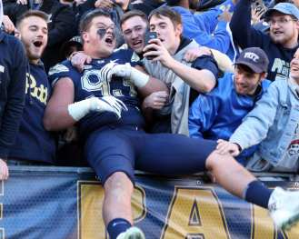 Shane Roy (93) celebrates with the Pitt Student Section November 24, 2017 -- DAVID HAGUE/PSN