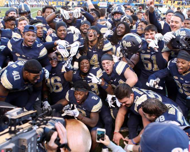 Pitt Football celebrates win over Miami November 24, 2017 -- DAVID HAGUE/PSN