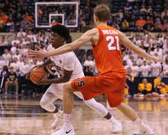 Marcus Carr (5) drives to the lane against Syracuse on January 27, 2018 -- DAVID HAGUE