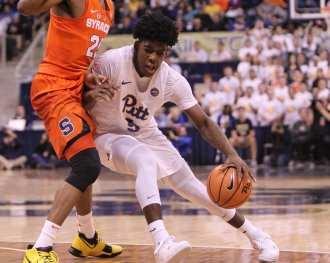 Marcus Carr (5) drives the hoop against Syracuse on January 27, 2018 -- DAVID HAGUE