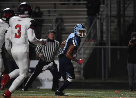 PITTSBURGH, PENNSYLVANIA - NOVEMBER 13: Stephon Hall (25) during the WPIAL Class 3-A Football Championship game at Newman Stadium on November 13, 2020 in Pittsburgh, Pennsylvania (Photo by Justin Berl)
