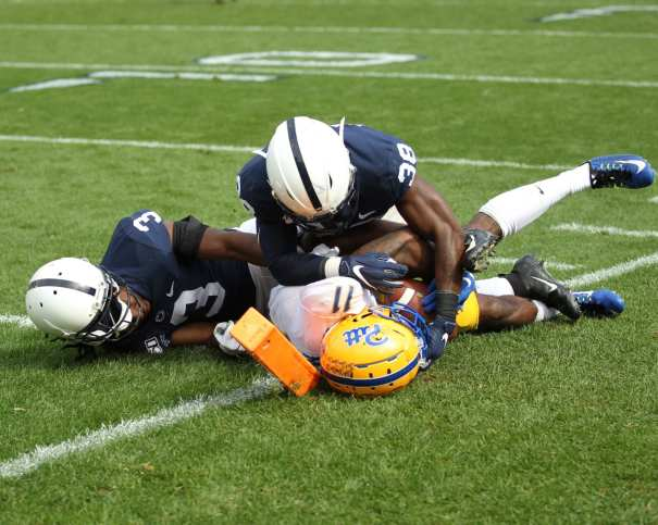 Taysir Mack (11) with the catch over Ricky Slade (3) and Wade Lamont (38) September 14, 2019 -- David Hague/PSN