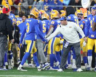 Damar Hamlin (3) high-fives Pat Narduzzi November 14, 2019 -- David Hague/PSN